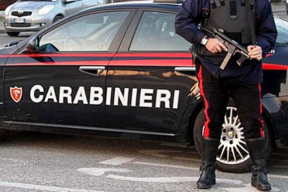Foto: Doi români au încercat să jefuiască o brutărie, dar au furat cântarul, nu casa de marcat