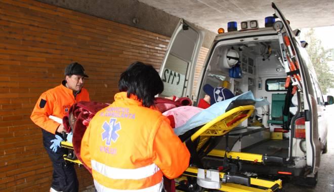 Foto: Carambol rutier în Constanţa. Trei maşini şi o ambulanţă, făcute praf