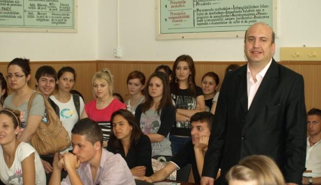 """Foto: Universitatea """"Ovidius""""/ Caravana Admiterii a ajuns la Călăraşi"""