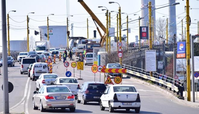 Foto: Atenţie, şoferi! S-au reluat lucrările la Podul de la Butelii