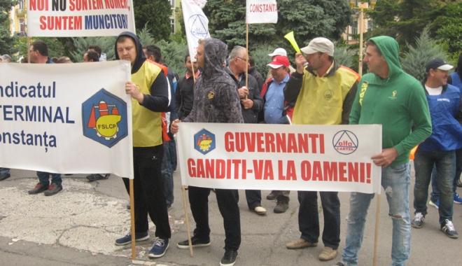 """Foto: """"Cartel Alfa"""" cere blocarea transferului taxelor sociale de la angajatori către angajaţi"""
