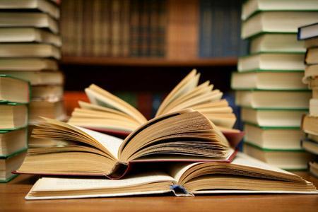 """Foto: Dublă lansare de carte la Universitatea """"Ovidius"""""""