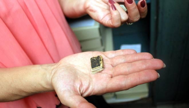 Foto: Bijuteriile Bibliotecii Judeţene. Colecţii de cărţi în miniatură