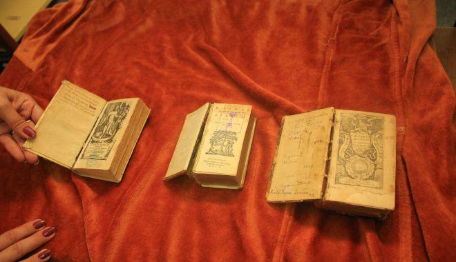 Comorile din subsolul Bibliotecii Județene. O singură carte veche valorează peste 325.000 euro - cartivechibibliotecajudeteana4-1549564305.jpg
