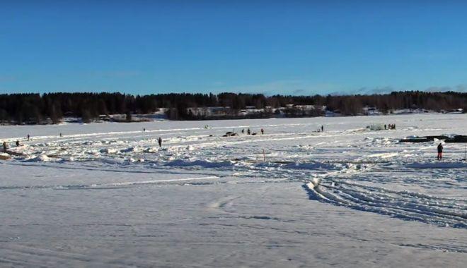 Finlandezii construiesc cel mai mare carusel de gheaţă - caruselsursawallstreetro-1614513010.jpg