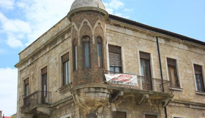 Foto: Clădirea cu istorie misterioasă. Confuziile legate de stradă şi imobil