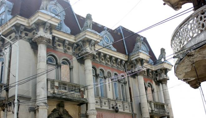 Casa cu Lei, palatul-ruină din Zona Peninsulară - casaculei1-1333561118.jpg