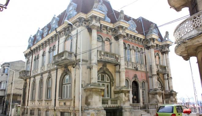 Casa cu Lei, palatul-ruină din Zona Peninsulară - casaculei12-1333561161.jpg