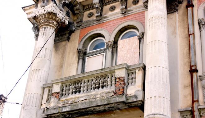 Casa cu Lei, palatul-ruină din Zona Peninsulară - casaculei17-1333561182.jpg
