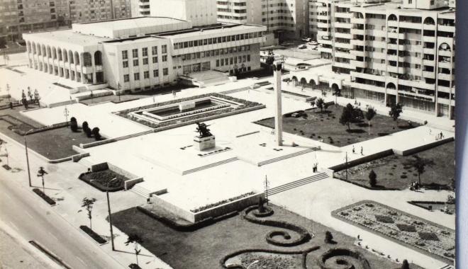 """Foto: Arhiva de Aur """"Cuget Liber"""". Constanţa, ce oraş frumos am avut! Casa de Cultură, în 1985"""