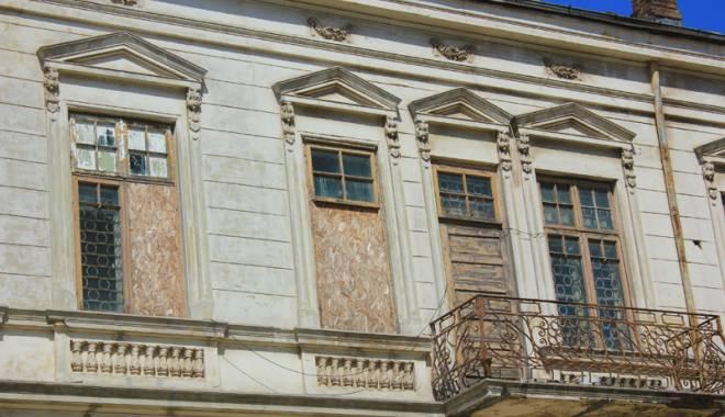 Un simbol în ruină! Mărirea  şi decăderea Casei Manicatide - casamanicatide12-1441544242.jpg