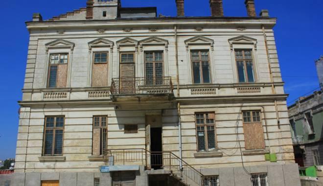 Un simbol în ruină! Mărirea  și decăderea Casei Manicatide - casamanicatide16-1441544223.jpg