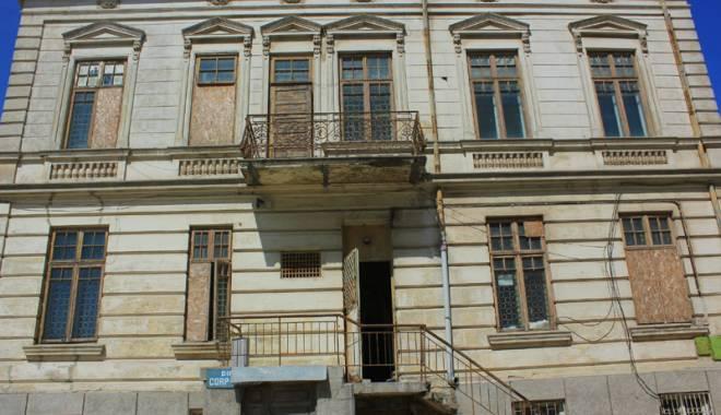 Un simbol în ruină! Mărirea  şi decăderea Casei Manicatide - casamanicatide18-1441544233.jpg