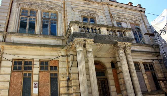 Foto: Un simbol în ruină! Mărirea  şi decăderea Casei Manicatide