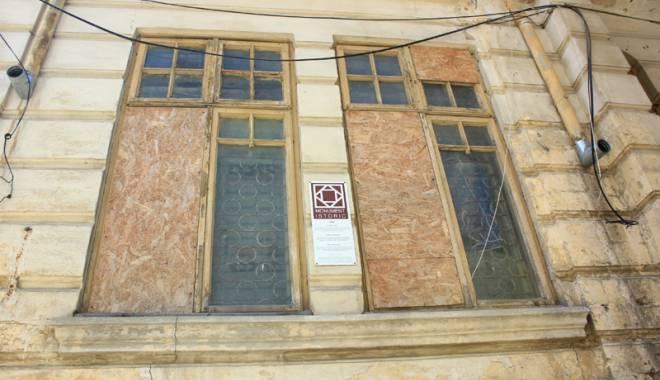 Un simbol în ruină! Mărirea  şi decăderea Casei Manicatide - casamanicatide22-1441544566.jpg