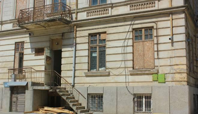 Un simbol în ruină! Mărirea  şi decăderea Casei Manicatide - casamanicatide6-1441544575.jpg