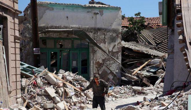 Foto: Mii de case ridicate ilegal vor fi demolate în regiunea Atenei