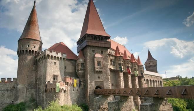 Lonely Planet a ales Castelul Corvinilor pentru a fi coperta ghidului de călătorie pentru România și Bulgaia - castelulcorvinilor-1430117893.jpg