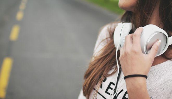 Atenţie, ne pierdem auzul! Recomandările OMS pentru producătorii de smartphone şi MP3 playere - castimuzicaadolescenti-1550146510.jpg