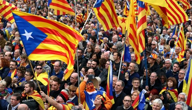 Foto: Catalanii vor vota duminică, în pofida măsurilor poliţiei