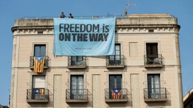 Foto: Catalonia continuă pe drumul separării de Spania. Premierul susţine că va ignora justiţia, dacă va fi suspendat din funcţie