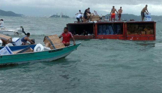 Câte containere încărcate cu mărfuri ajung pe fundul mărilor și oceanelor? - catecontainerecumarfuriajungpefu-1547216493.jpg