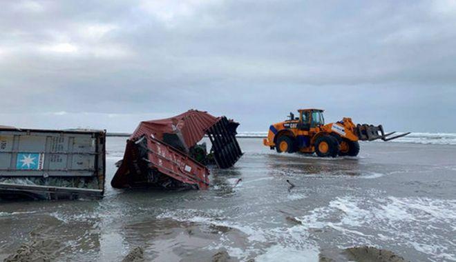 Câte containere încărcate cu mărfuri ajung pe fundul mărilor și oceanelor? - catecontainerecumarfuriajungpefu-1547216503.jpg