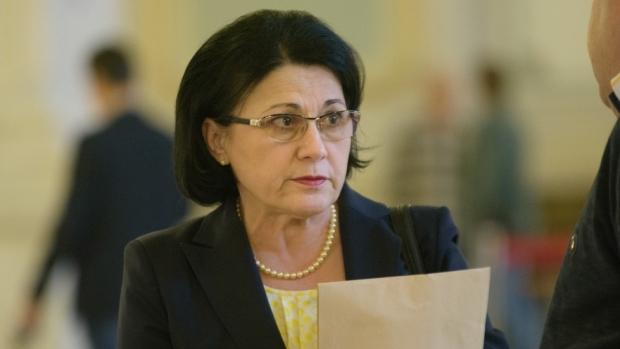 Foto: Ecaterina Andronescu, prima reacţie în cazul învăţătorului care a corectat greşit o lucrare