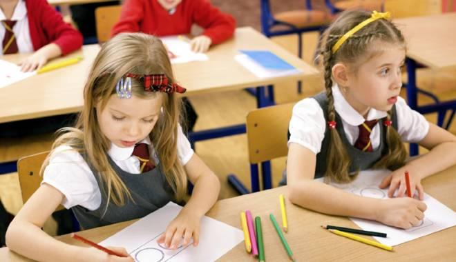 Cât îi costă pe părinţi să îşi trimită copiii la şcoală - catiicosta-1441720626.jpg