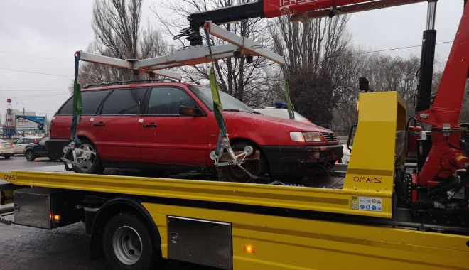 Foto: Cât te costă dacă parchezi neregulamentar şi îţi este ridicată maşina