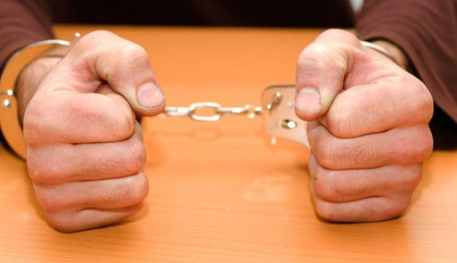 Instructor sportiv, trimis în judecată! Racola minori şi le propunea să întreţină relaţii sexuale - catusearestshutterstock2-1517827638.jpg