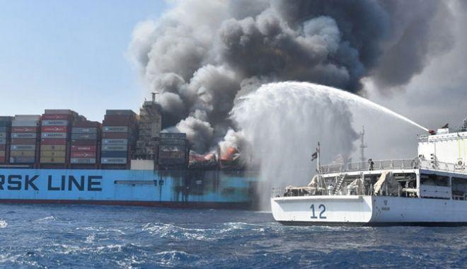 """Foto: EXPLOZIE PE UN VAPOR DANEZ, UNDE SE AFLA ŞI UN MARINAR ROMÂN! Cauza tragediei de pe """"Maersk Honam"""""""