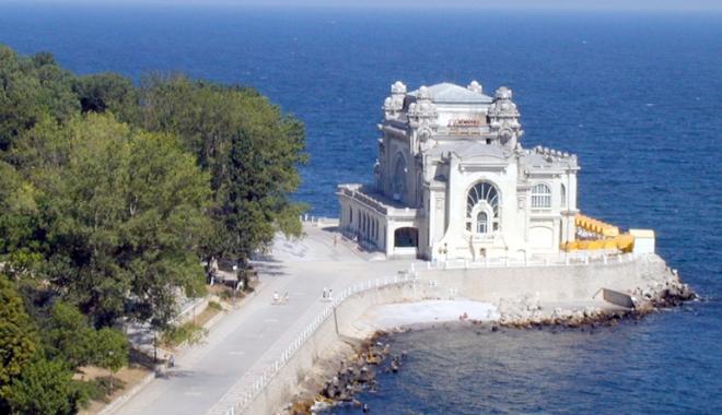Foto: Blestemul Cazinoului din Constanţa. Sortit să rămână în ruină din cauza licitaţiilor contestate
