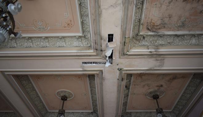 GALERIE FOTO / Simbolul sau ruşinea Constanţei? Iată în ce hal a ajuns Cazino-ul Constanţa - cazino52-1510675575.jpg