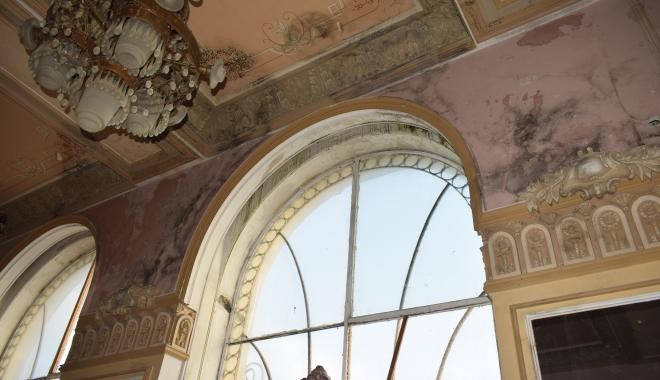GALERIE FOTO / Simbolul sau ruşinea Constanţei? Iată în ce hal a ajuns Cazino-ul Constanţa - cazino55-1510675615.jpg