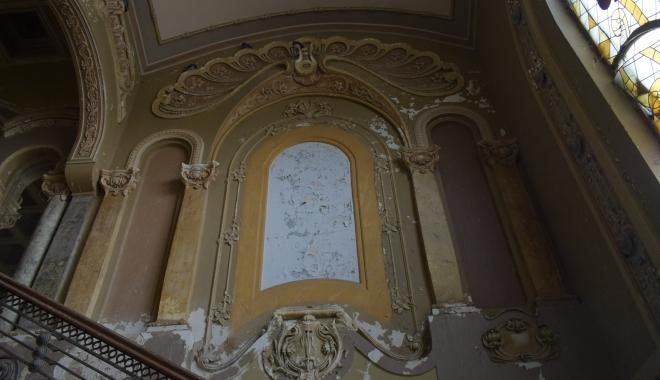 GALERIE FOTO / Simbolul sau ruşinea Constanţei? Iată în ce hal a ajuns Cazino-ul Constanţa - cazino58-1510676300.jpg