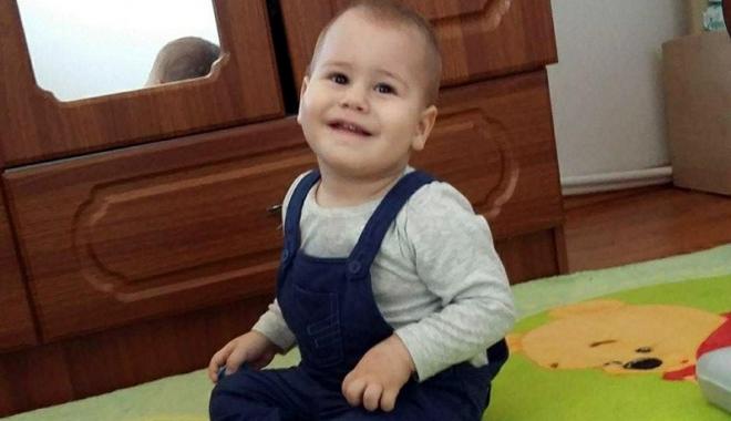 """Foto: """"Donează o şansă la viaţă pentru Rareş!"""". Un băieţel de doi ani şi jumătate are nevoie de noi"""