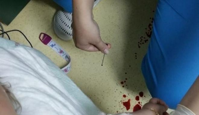 Foto: REVOLTĂ ŞI GROAZĂ. BEBELUŞ, CHINUIT FĂRĂ MILĂ la recoltarea de sânge