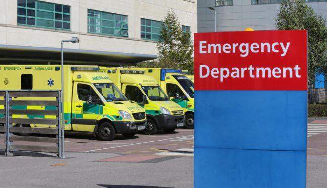 Foto: Caz şocant în Marea Britanie:  Femei paramedic obligate  să vadă filme pentru adulţi