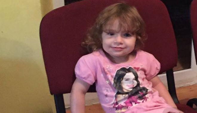 Foto: Ajutaţi-o să audă! Fetiţa unui preot constănţean suferă de o boală rară