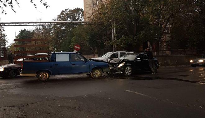 Foto: FOTO / Accident rutier pe strada Ștefăniță Vodă. Două autoturisme au fost avariate