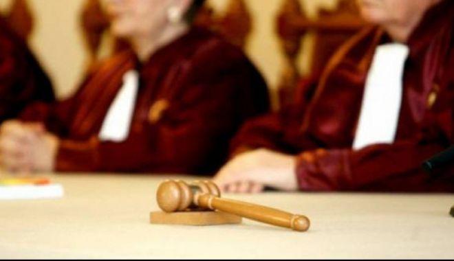 Foto: CCR amână discuția în cazul Codului Penal