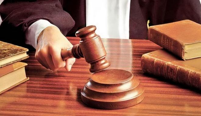 Foto: CCR a amânat pronunţarea privind statutul funcţionarilor publici