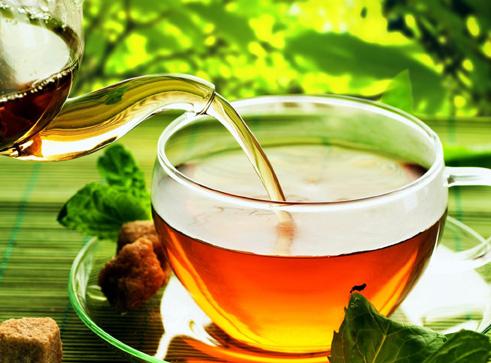 Foto: De ce să bei ceai pe timpul verii