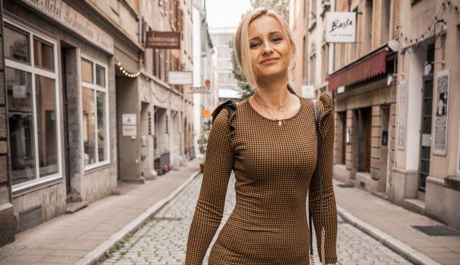 Foto: Cea mai tare blondă, în concediu la Milano