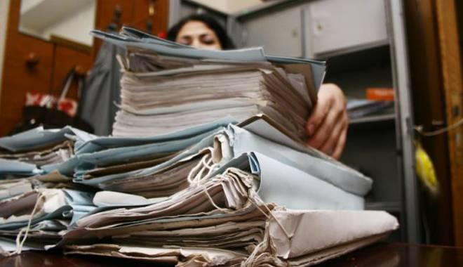 Foto: Ce amenzi riscaţi dacă nu aveţi  arhivar specializat