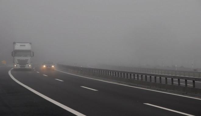 Foto: ATENŢIE ŞOFERI! Se circulă în condiţii de ceaţă pe Autostrada Soarelui şi pe A4