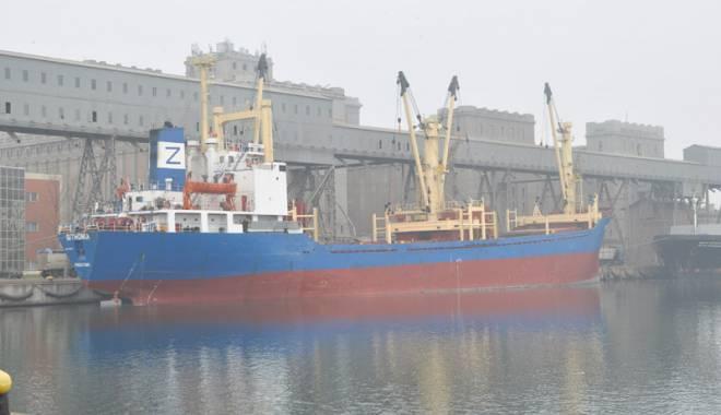 Foto: Activitatea în porturi, suspendată din cauza ceţii dense