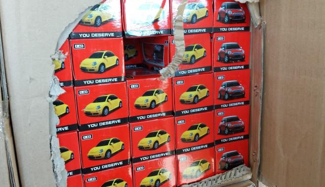 Foto: Mobilă şi jucării din China, confiscate de poliţiştii de frontieră