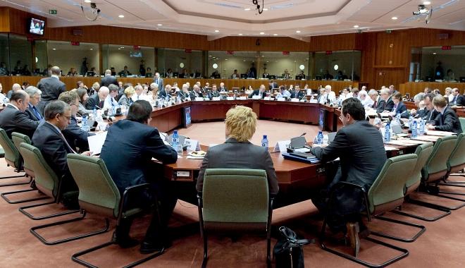 Foto: Ce-au pus la cale miniştrii de finanţe din UE